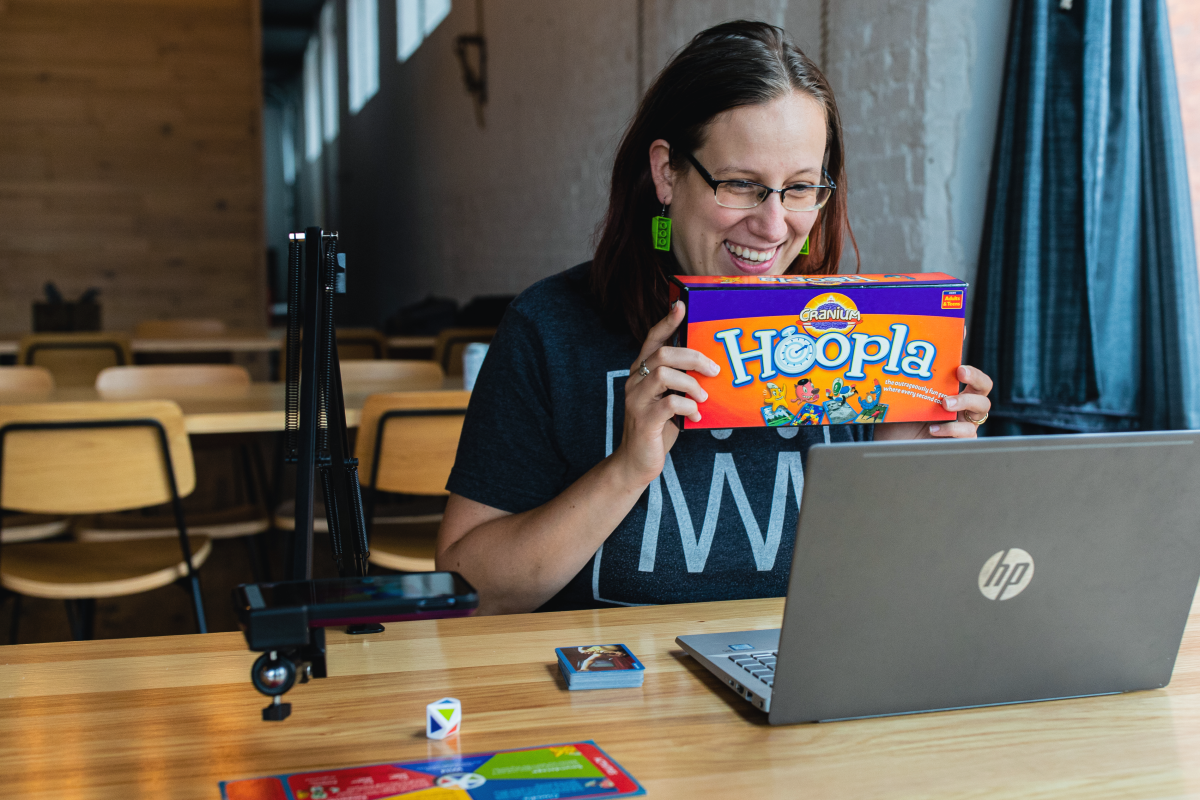 Kingmakers Game Guide shows board game box Hoopla to participants of a Virtual Team Bonding